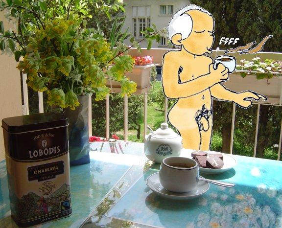souffle sur son café